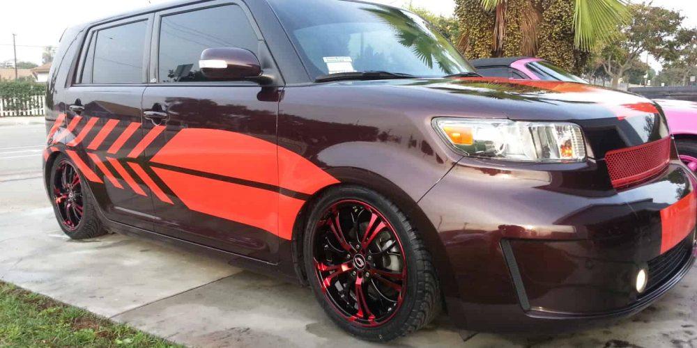 maroon car